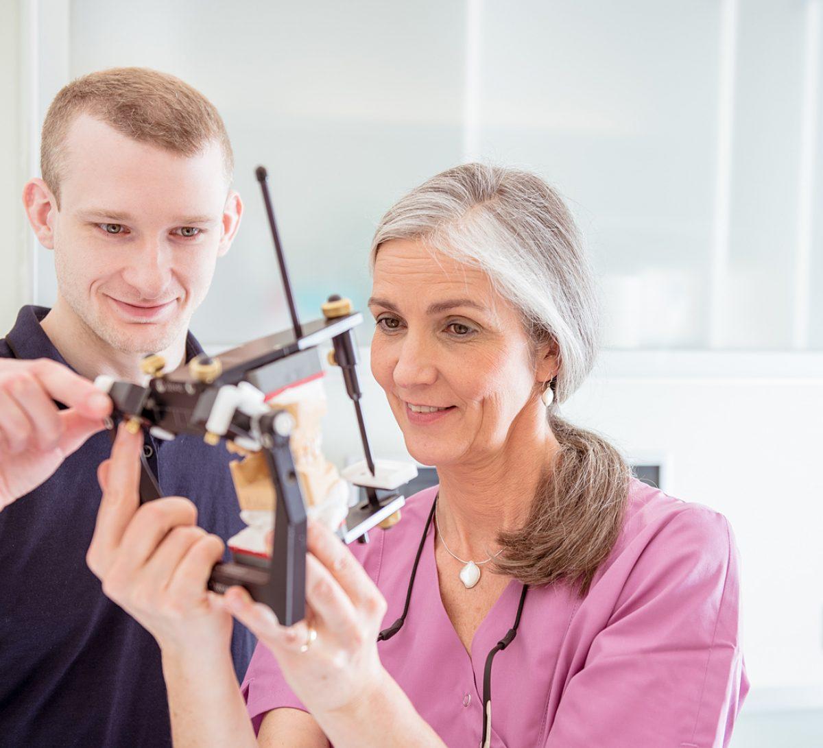 Praxislabor - Zahnärztin Sabine Quack und Mitarbeiter
